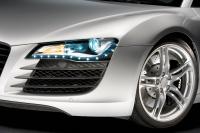 ヘッドライトからポジションランプ、ウインカーのすべてがオールLEDのR8のヘッドライト.jpg